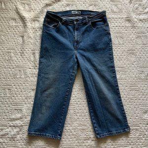 Vintage light wash high rise denim capri pants 14